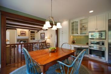 Breakfast Area and Kitchen Desk